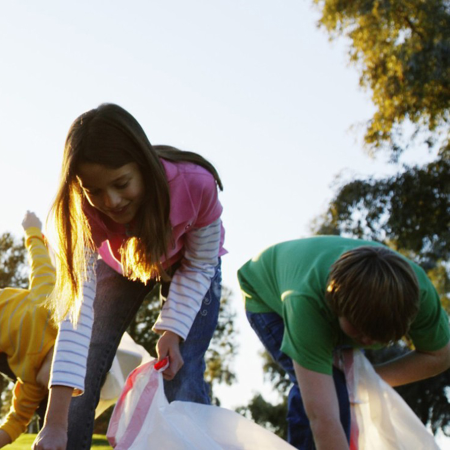 kids-picking-up-garbage-sq.jpg