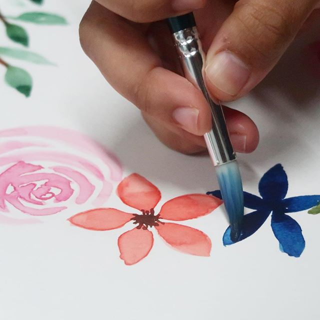 🚨 NEW LOCATION ALERT 🚨  We are excited to share the first Floral Watercolour Workshop at our new place at Bussorah St! 🙌🏻 _ After much consideration, we are moving to central! Welcoming friends from north and west to join us! _ So join us in the best selling workshop at Esskayarr this October. _ FLORAL WATERCOLOUR WORKSHOP 📆 7th Oct, Sunday ⏰10am - 2pm 📍52 Bussorah St (above Oudh Madinah) 🎟 $140 per pax | $250 for 2 pax _ What will you receive: • Brushes • Watercolour papers • Winsor & Newton Cotman paint set • Flower illustration  _ DM us today to register.