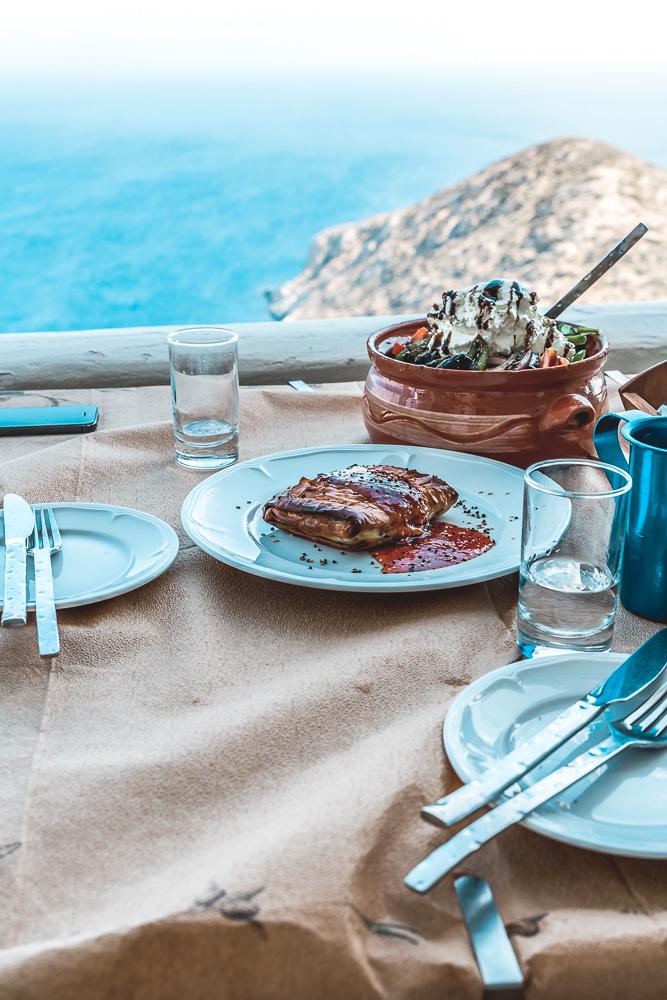 Φαγητό   Το παραδοσιακό φαγητό του νησιού που σερβίρεται και στα πανηγύρια, είναι το πατατάτο.