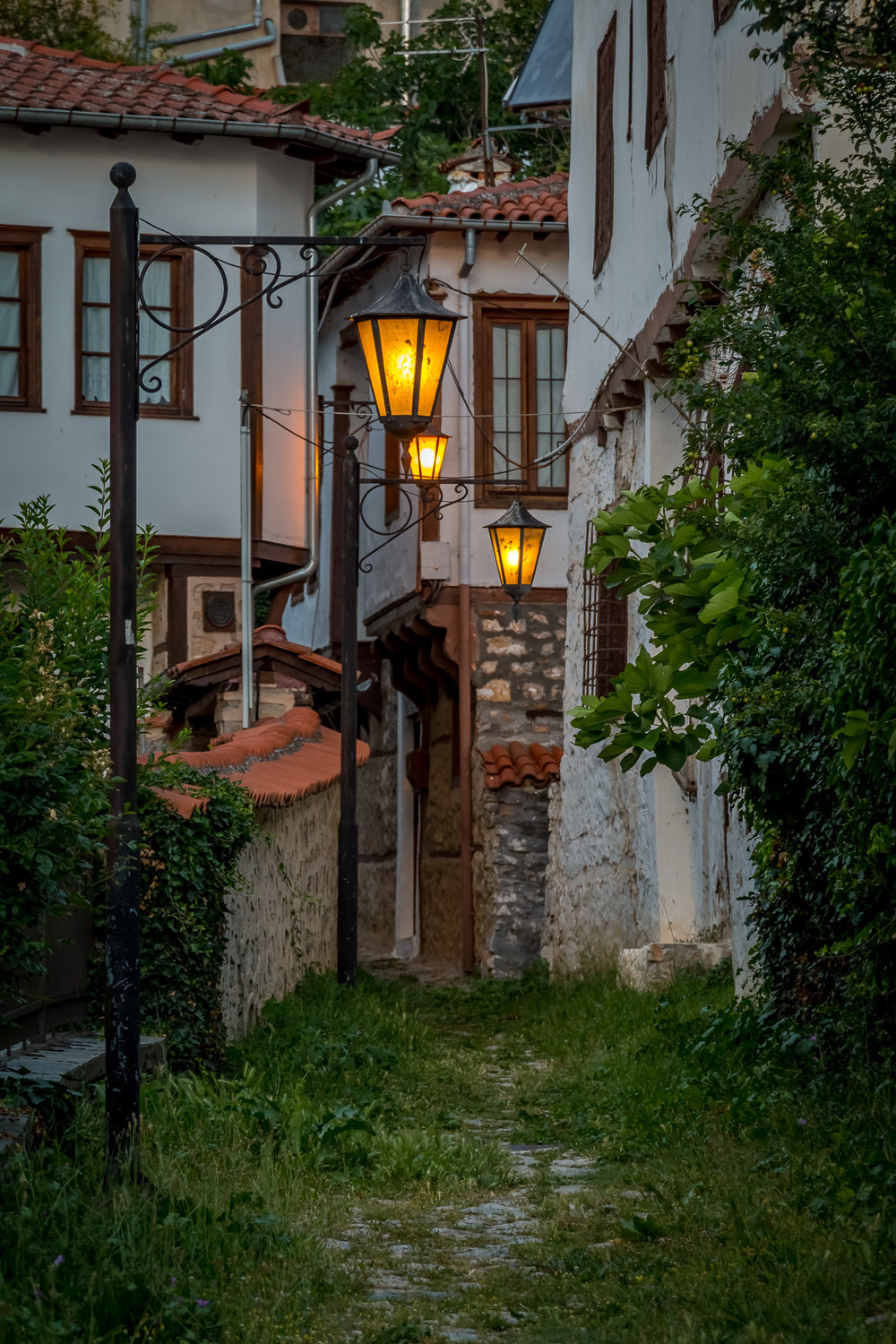 Kastoria offers a wide range of accommodation choices to satisfy every taste. From small city hotels, boutique lodges, rooms-to-rent and renovated mansions, hotel resorts and  B&Bs  with various amenities outside the city, to small chalets, and stylish and well-maintained hostels.