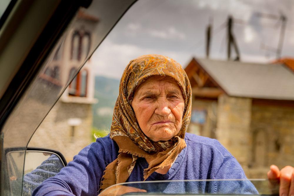 - Οι μόνιμοι κάτοικοι της Καστοριάς ασχολούνται με τη γεωργία καλλιεργώντας όσπρια, φρούτα, δημητριακά και κηπευτικά, με την κτηνοτροφία, λίγοι πλέον με την αλιεία και λίγοι με τον τουρισμό, αλλά κυρίως δραστηριοποιούνται στον τομέα της βιοτεχνίας με επίκεντρο τη γούνα, την επεξεργασία και το εμπόριο δέρματος. Ο τομέας αυτός συνιστούσε τον κινητήριο μοχλό της τοπικής οικονομίας προσδίδοντας πλούτο, κύρος και παγκόσμια φήμη στην πόλη για πάνω από 5 αιώνες. Σήμερα, η τέχνη της γούνας διανύει μια περίοδο κρίσης πλήττοντας σοβαρά τον ντόπιο πληθυσμό που μετανάστευσε αναζητώντας την τύχη του στην Αθήνα και σε πολλές χώρες του εξωτερικού.