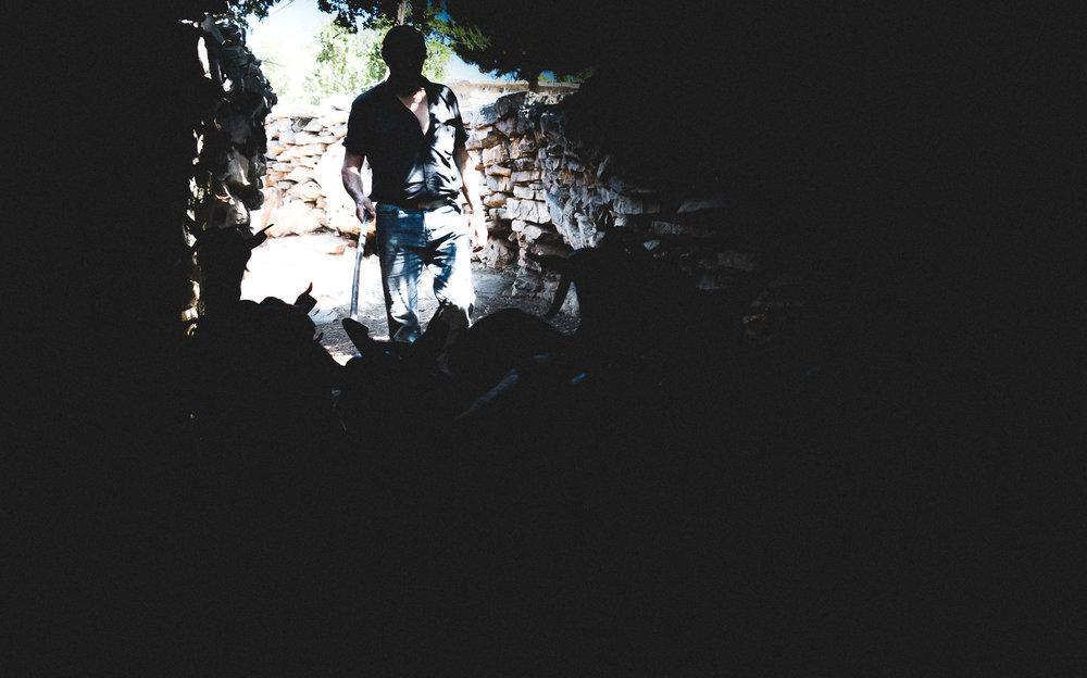 Δεν είναι θαλασσινοί Κρητικοί, είναι ορεσίβιοι (Αορείτες). Είναι οι άνθρωποι των Μαδάρων, που έμαθαν να σέβονται σαν σοφό δάσκαλο το βουνό που αντικρίζουν κάθε μέρα πάνω από τα κεφάλια τους απολαμβάνοντας ένα τοπίο άγριο και ήμερο συνάμα, με τις επιβλητικές κορυφές στην πλάτη και βλέμμα στον εύφορο κάμπο και τις θάλασσες της βορειοδυτικής Κρήτης.  Διάβασε περισσότερα →