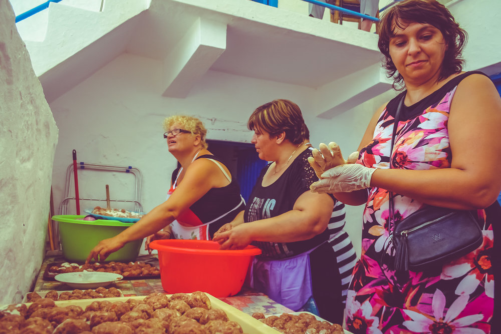 Preparing meetballs in Kasos
