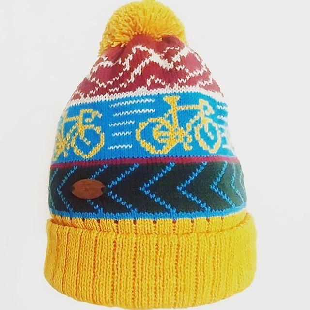 The mighty bobble hat as arrived in mighty mustard and aqua blue. Obliterate helmet hair with this golden wonder. Link in biog. #bobblehat #bikelife #helmethair #winteressentials #justintimeforchristmas #cyclefan #cyclefansofinstagram #cycle #cyclewear #cycles #musthave #christmasgift