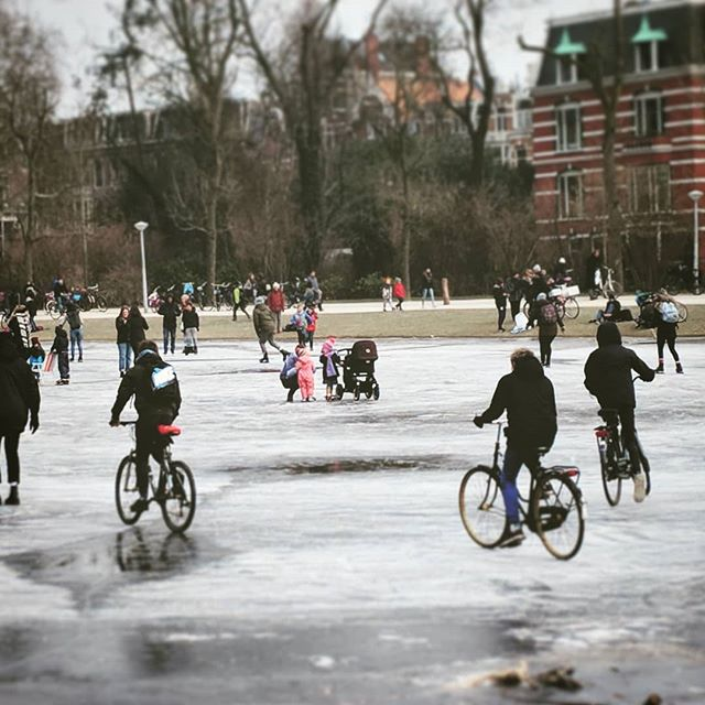 No skates no probs ! #citybike #amsterdam #letsride wait has this pond been properly zamboni'd?