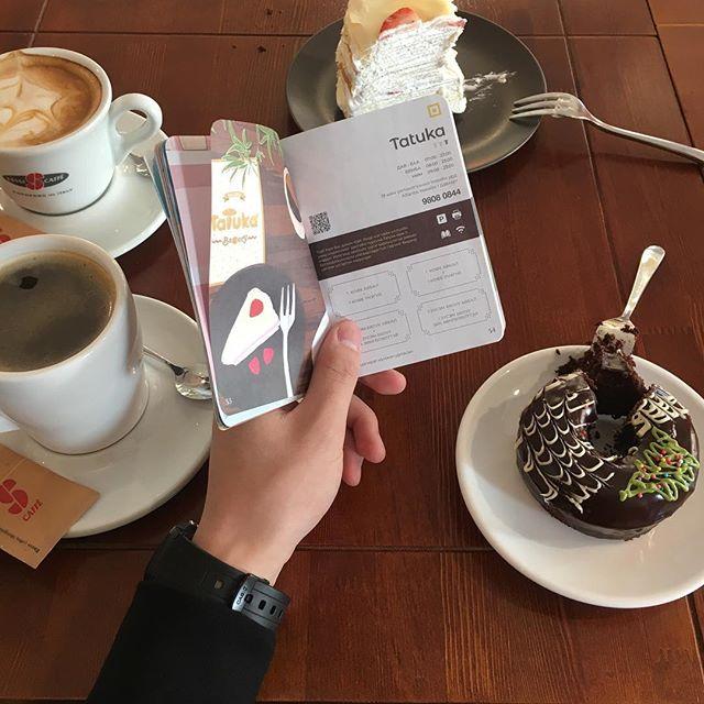 Tatuka Bakery-гийн бялуу час хийгээд, кофе нь няс гээд ёстой л гайхалтай амтаараа уярааж чадаж байна шүү!  #ubpassport #sipnsee