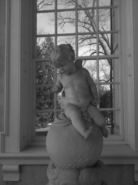 Statue a Porch at Hampton Mansion Photo: Rose Anderson, 2011
