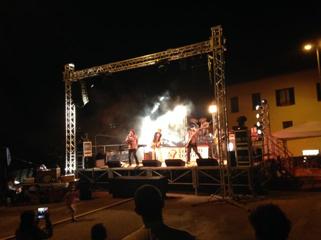 Rolling Stones tribute band in the Viole near Assisi.jpg