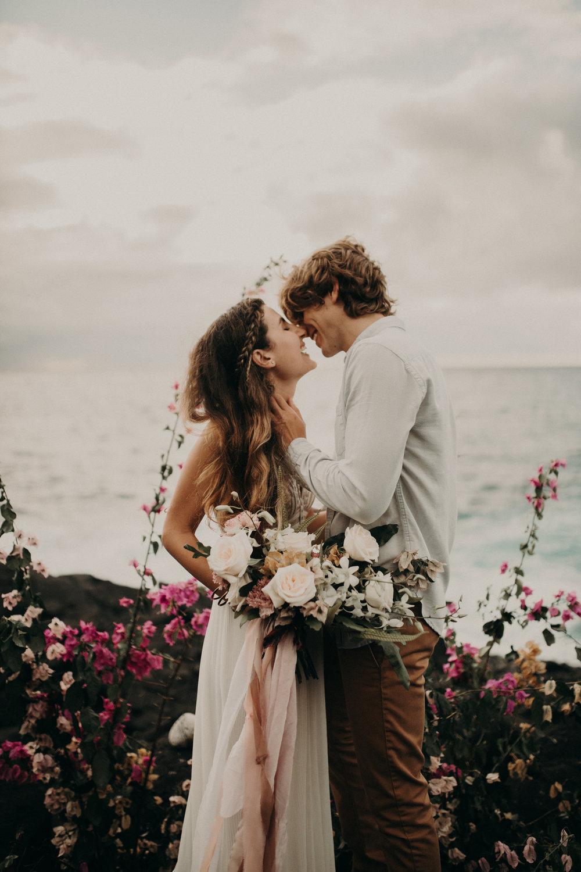 kauai_wedding_ceremony_installation_moonstruck_florals.jpg