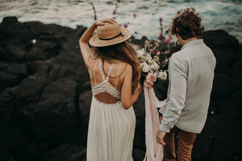 queens_bath_kauai_elopement_moonstruck_florals.jpg