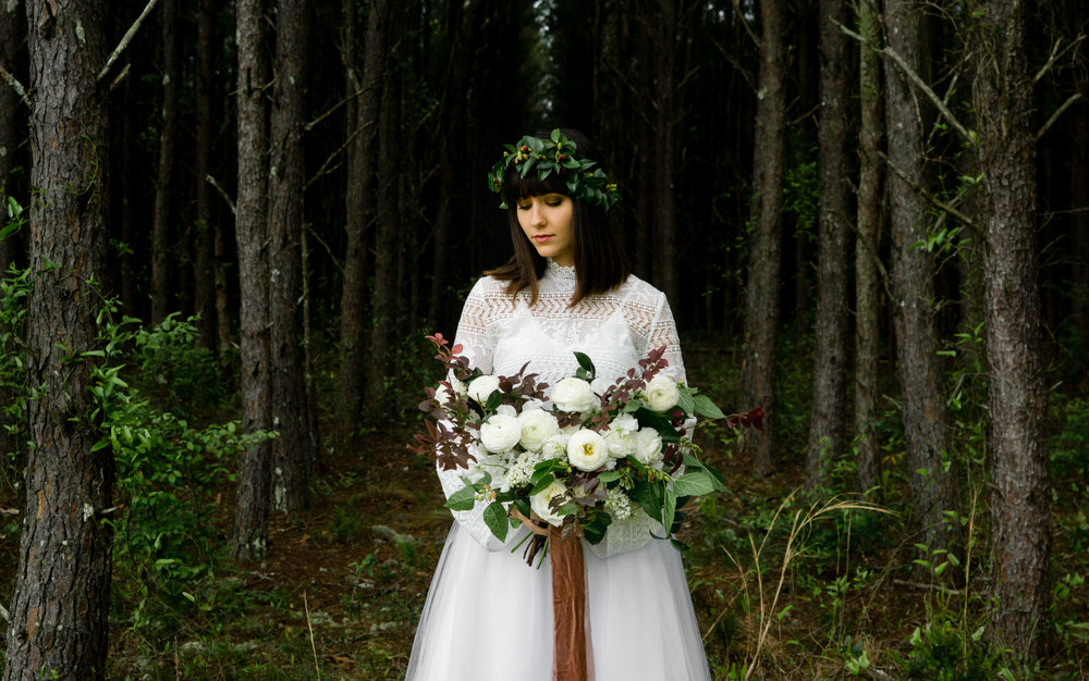 tallahassee_florists_moonstruck_florals_large_wedding_bouquet_boho_bride.jpg