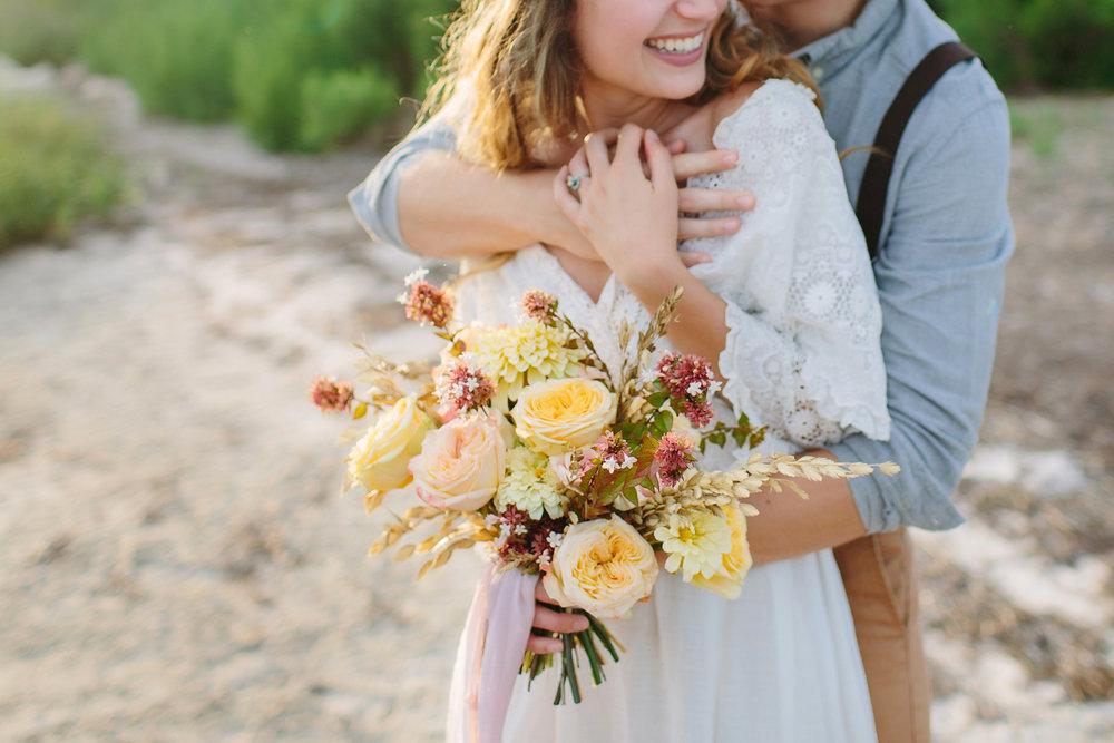 tallahassee_wedding_florsts_yellow_bouquet_moonstruck_florals.jpg