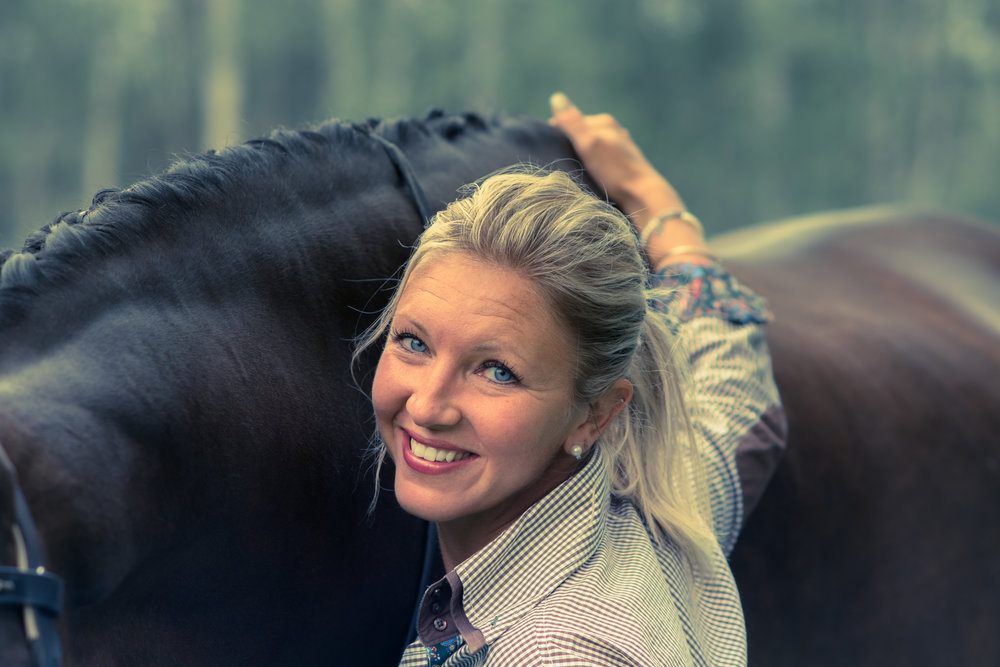 Offering mini-portraiture sessionsat Equine Shows & Events! -
