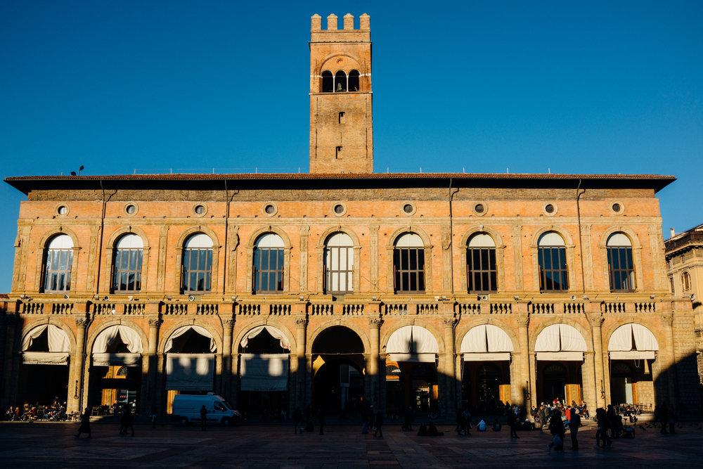 Piazza Maggiore on a cloudless day