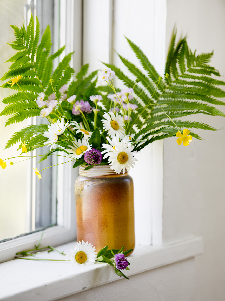 summer-flowers-ceramic-mason-jars-lifestyle-photography.jpg