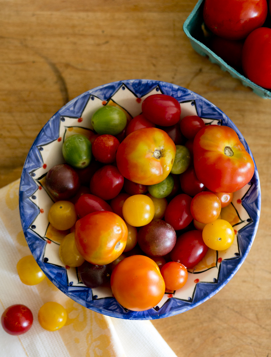 summer-heirloom-tomatoes-lifestyle-photography.jpg