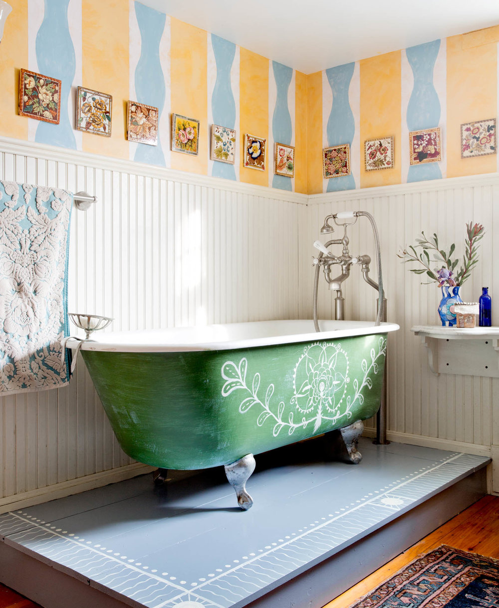 country-colorful-bathroom-claw-foot-tub.jpg
