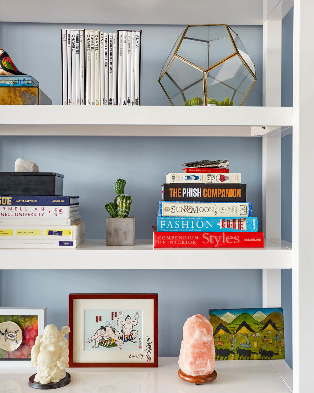 behr-paint-blue-walls-shelfie.jpg