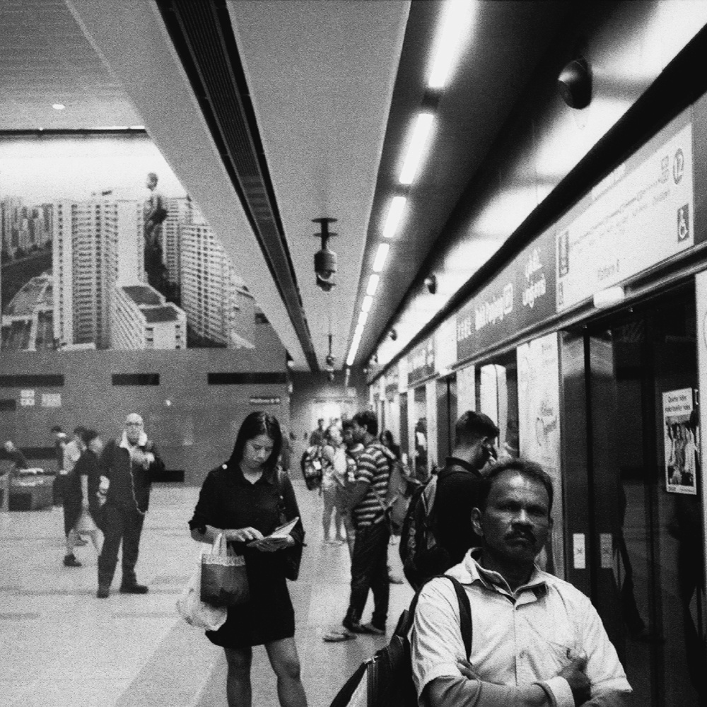 # 10  - stroll 1  / ilford hp5+ /
