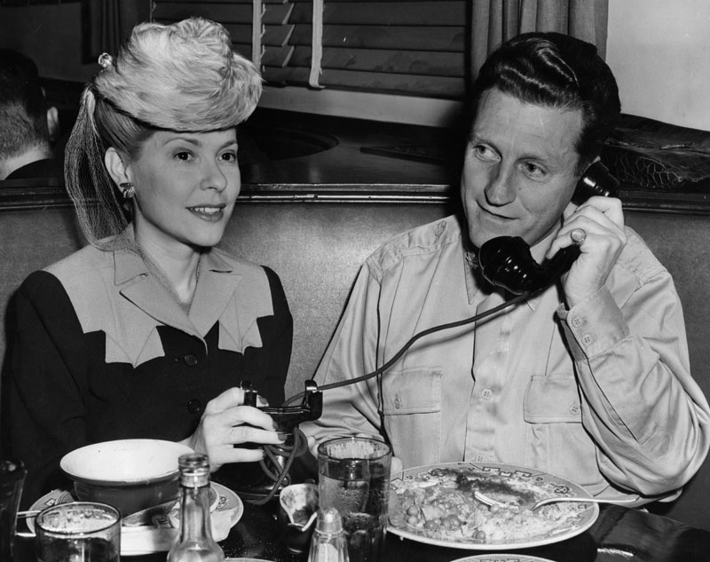Actress June Clyde with her husband, Hollywood producer Thornton Freeland, at the Hollywood Brown Derby. Photo via Los Angeles Public Library (1943).