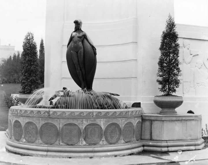 Entrance to the Ambassador Hotel.  Photo via California Digital Library (1923)