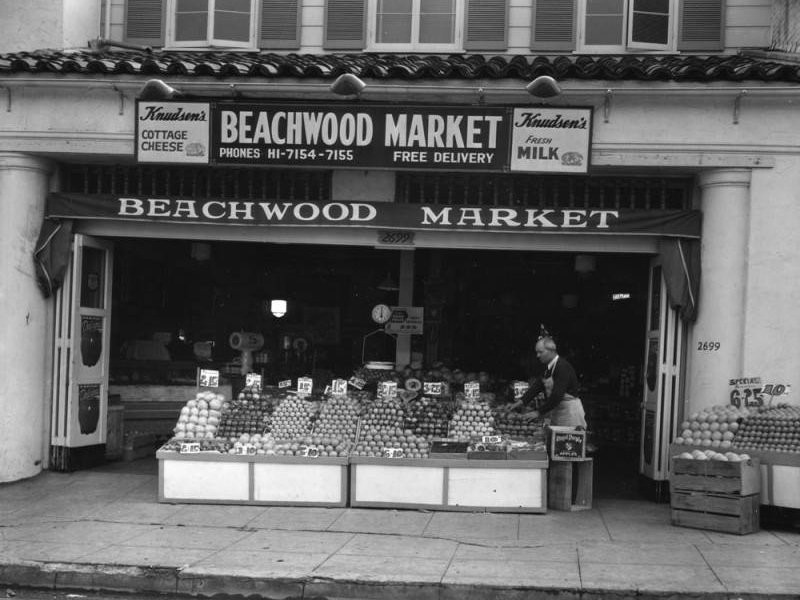 Beachwood Market. Photo via Los Angeles Public Library (1942).