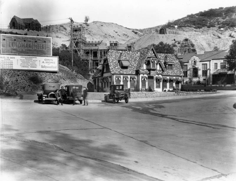 Hollywoodland sales office. Photo via Los Angeles Public Library (c. 1923)