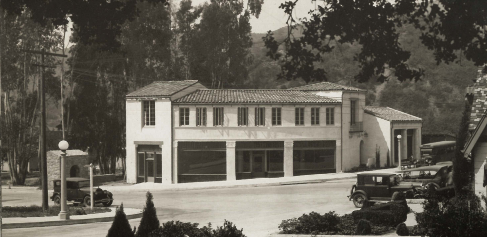Beachwood Plaza (date unknown). Photo via  Hollywoodland: Established 1923