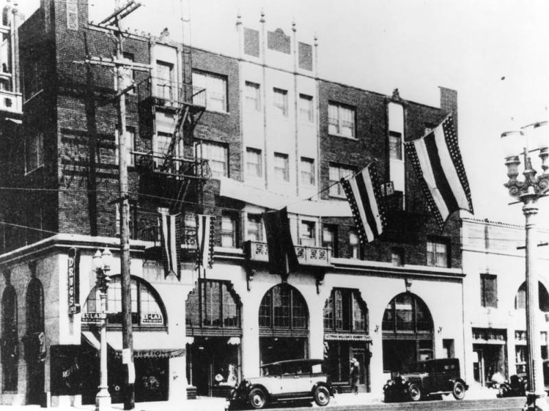 Exterior of the Hotel Somerville. Photo via Los Angeles Public Library (1928).