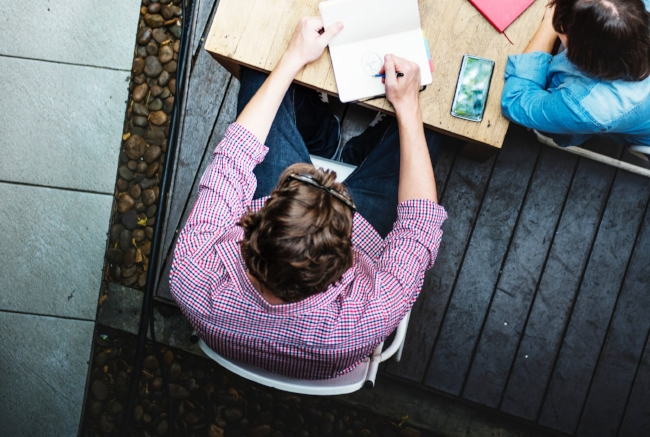 Writing, reading, daydreaming...Automotive student has unique learning skill.   Picture: rawpixel.com via pexels.com