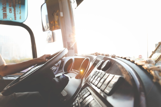 Driving long-haul is fun but also tired. Here we have some tips for you to stay energized:)     Picture: rawpixel.com via pexels.com