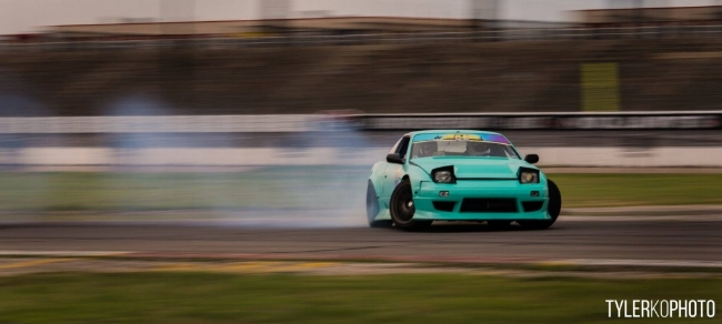 Give way for drifter thanks! (p/s: The car is drift at safety environment and setup)  Image from:  Lone Star Drift