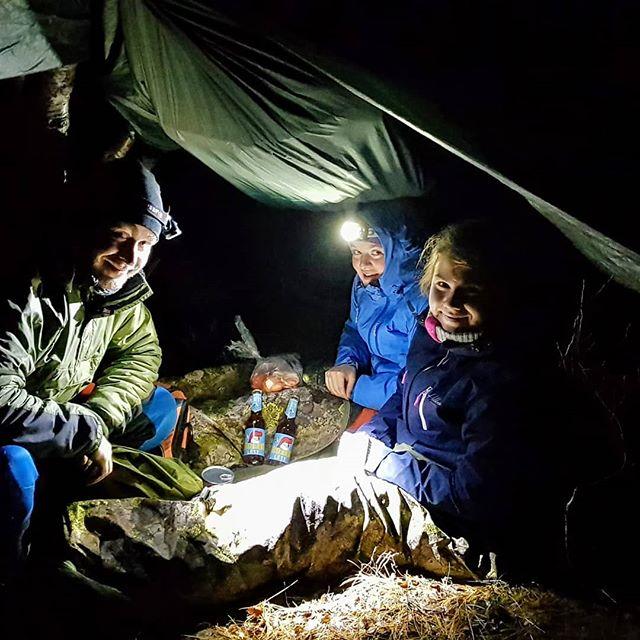 Første overnatting i Finnmark med folkehelseprosjekt for Lebesby kommune. Ungdommen her er virkelig hardbarka. Dårlig vær, sover i hengekøye og lavvo likevel og like blid. #norsketurbilder #foto #mittfriluftsliv #ut #liveterbestute #friluftsliv #fysiskaktivitet #villmarksterapi #psykologi #jfof #ute #uteliv #adventure #explore #bonfire #norskfriluftsliv #norgefoto #welcometonature #thegreatoutdoors #adventure #komdegut #psychology #følelser #emotionalhealth #personligutvikling #folkehelse #ungdom #finnmark #lebesby #skábmamánnu