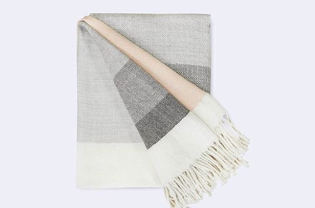 Here we give you a way to glam up your next Netflix binge and give your living room that instant done-but-not-too-done touch with this exquisite alpaca throw. Each stripe features a different weaving technique, highlighting both the skills and the artistry of the talented Peruvian weavers who crafted this throw in their remote village in the Andes.Besides having one of the coolest names in home goods, the Citizenry is making a difference in the lives of the people who make their stuff. Ten percent of the Citizenry's proceeds are invested directly back into the local communities where their handmade luxury goods are crafted. Check out more about this throw rug and the talented weavers who made it from the link in profile! (Psst it's in the {11.6.17} edit!) 📷 @the_citizenry