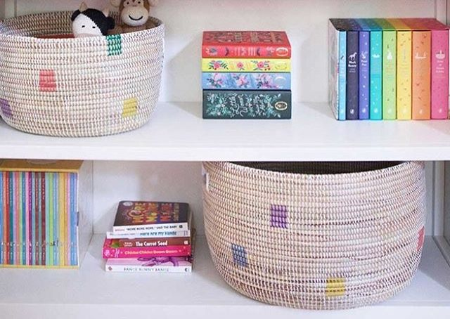Here's the deal y'all: baskets are the new drawers. From laundry to toys to that collection of single socks on top of your dryer, a cute basket offers a stylish place to throw your junk in a flash, leaving all of your last-minute guests to marvel at how clean your house always is. Hand-woven from cattail stalks and recycled plastic, these knitting baskets from The Little Market will be a part of your home for years to come. The Little Market is an online fair trade shop founded by Lauren Conrad and Hannah Skvarla where customers can purchase homemade goods by artisans around the world. Check out more about these Styling Senegal baskets from the {11.13.17} edit in the link in bio! 📷 @thelittlemarket