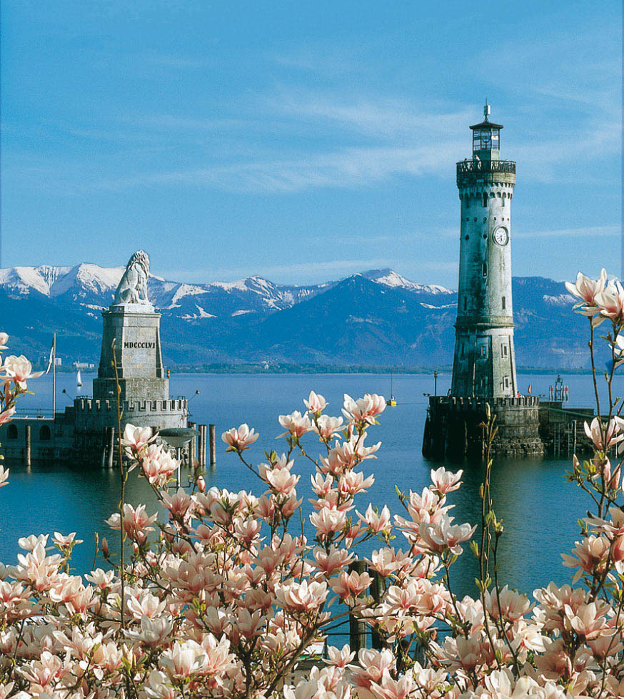 Die Wahrzeichen der Stadt Lindau am Bodensee - Löwe und Leuchtturm