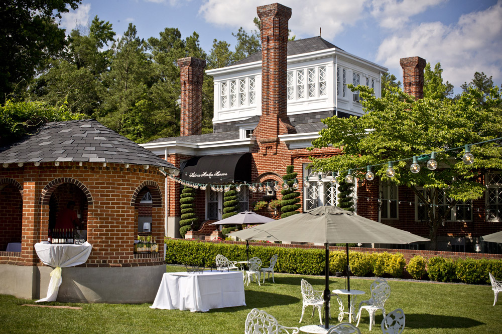 Historic Mankin Mansion - A classic wedding venue in an unlikely location. One of Richmond's best wedding locations.