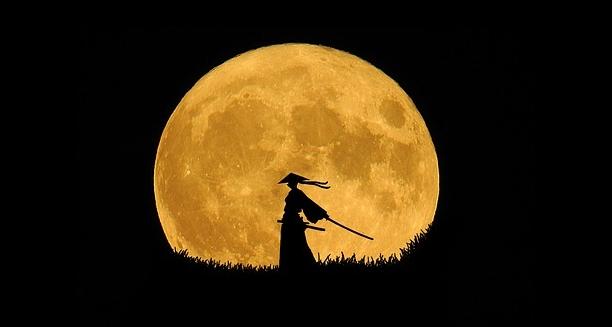Silhouette-Art-Lone-Warrior-Samurai-Moon-2258604.jpg