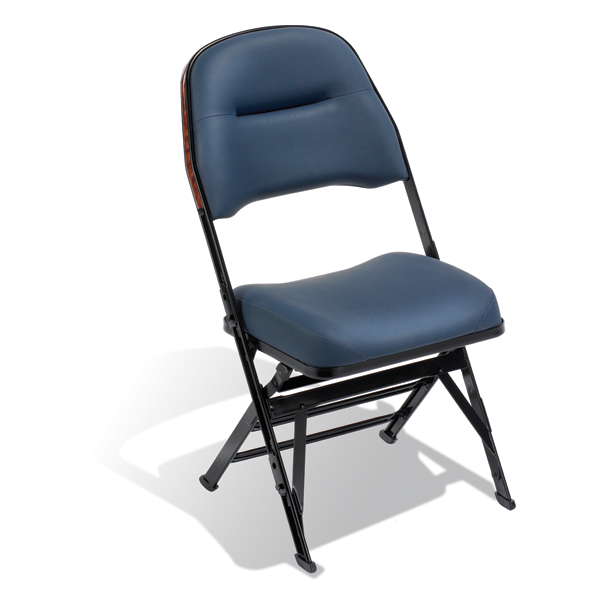 "Wide Club  A 1 ½"" (38 mm) wider seat gives guests more personal space."