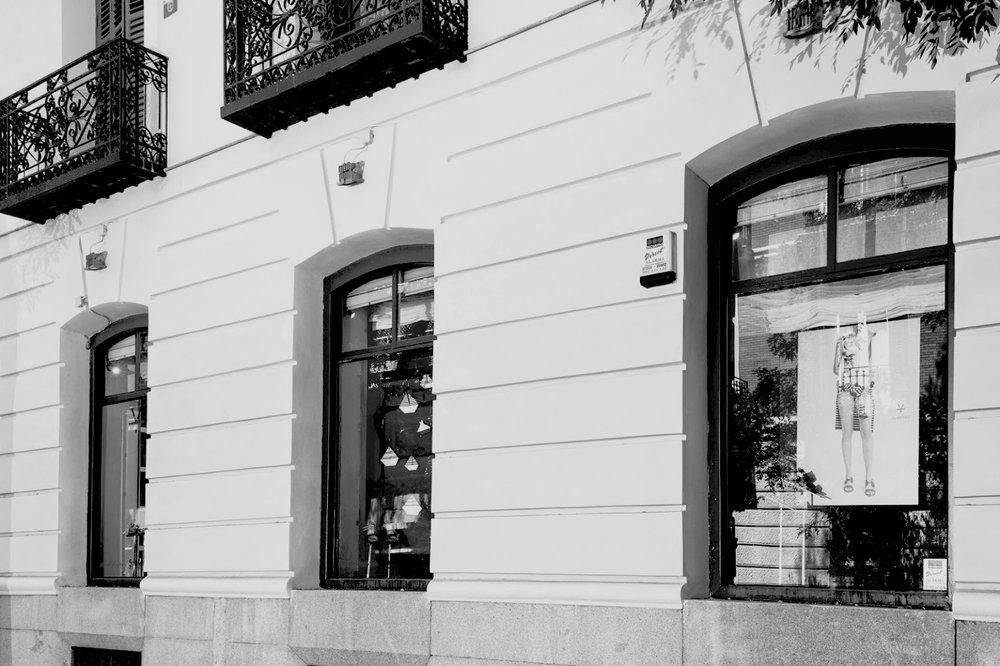 tienda-exterior-byn.jpg