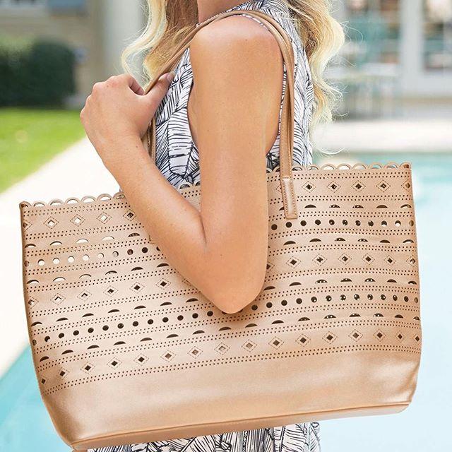 We just love @mudpiegift bags! #repost #summertotes #bagsonbags #copper