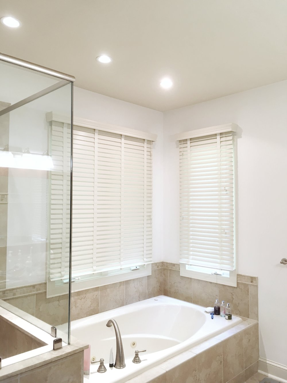 Bathroom with spa tub and 3rdGenBlinds custom window blinds