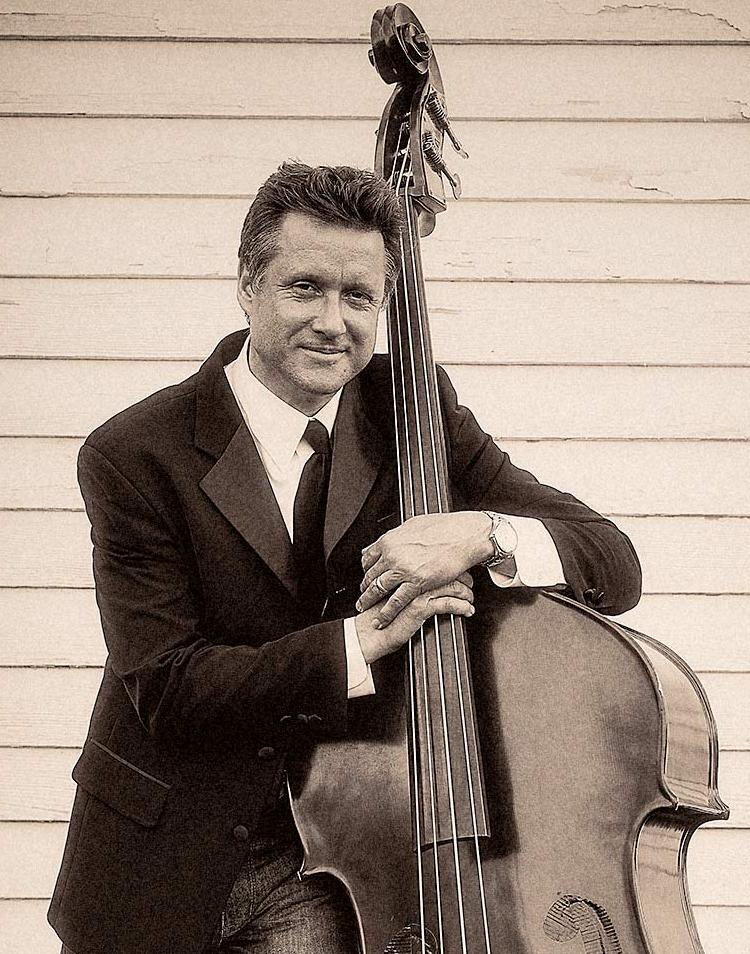 Tom Mills, bassist