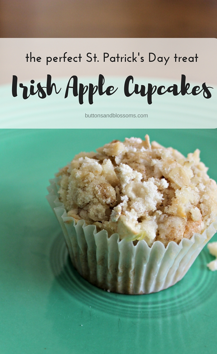 Around the World in 28 Cakes: Irish Apple Cupcakes // the perfect treat to bring with you when you're watching the St. Patty's Day parade