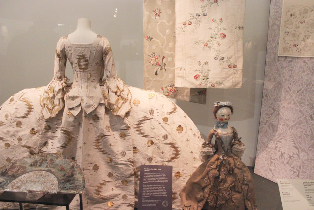 fashion-display-victoria-and-albert