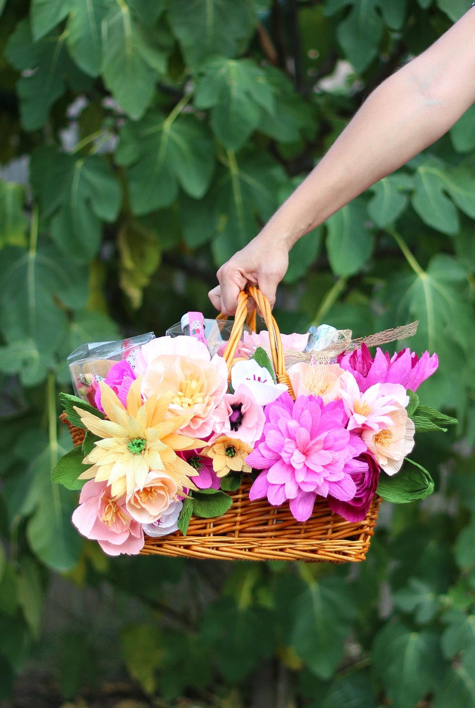 A Beautiful Mess floral picnic basket DIY