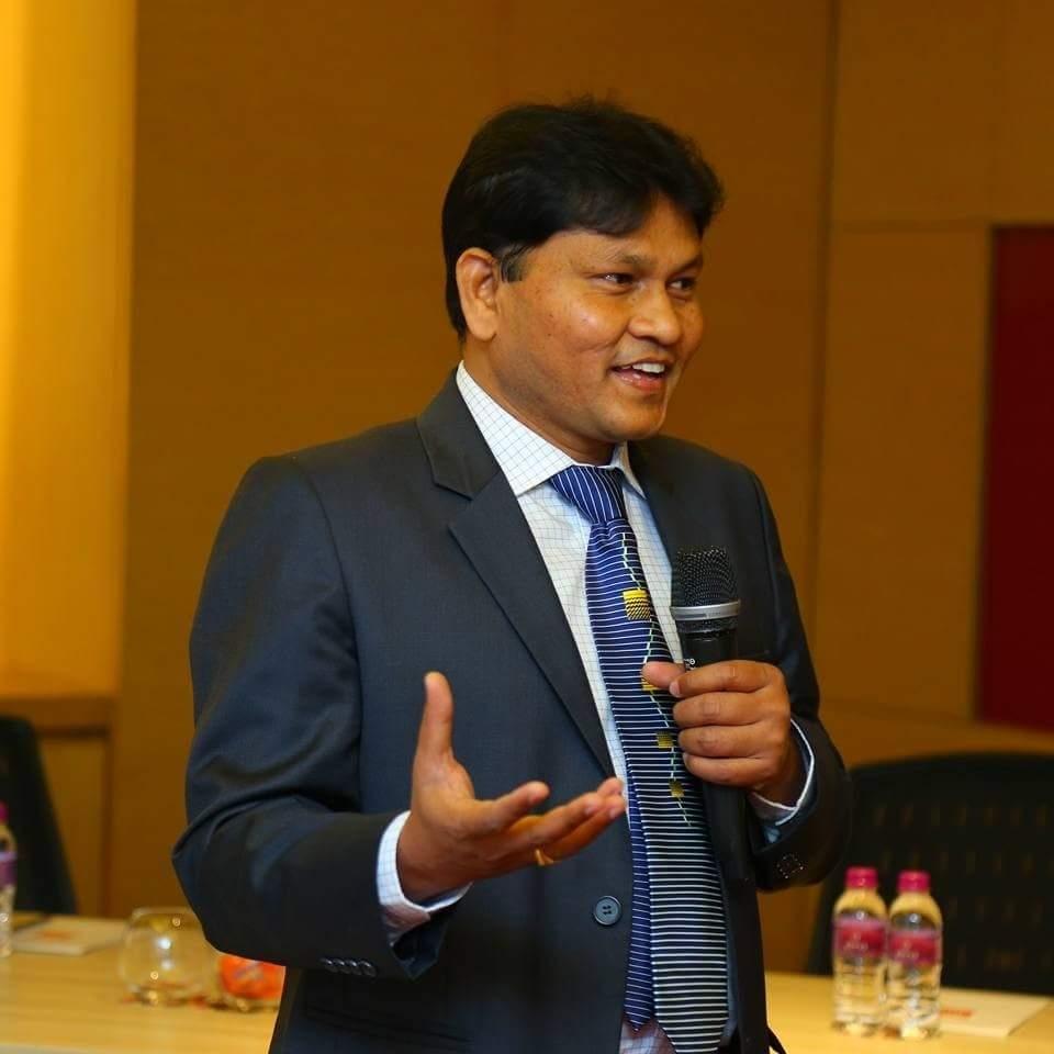 Raghu profile photo.jpg