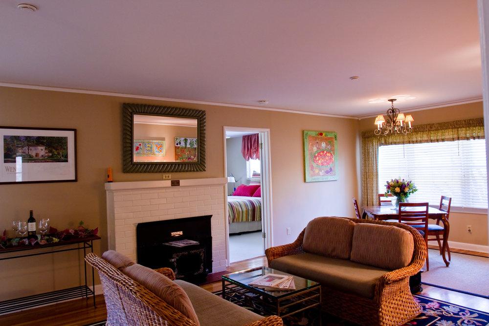 Guest Cottage 2010 012.jpg