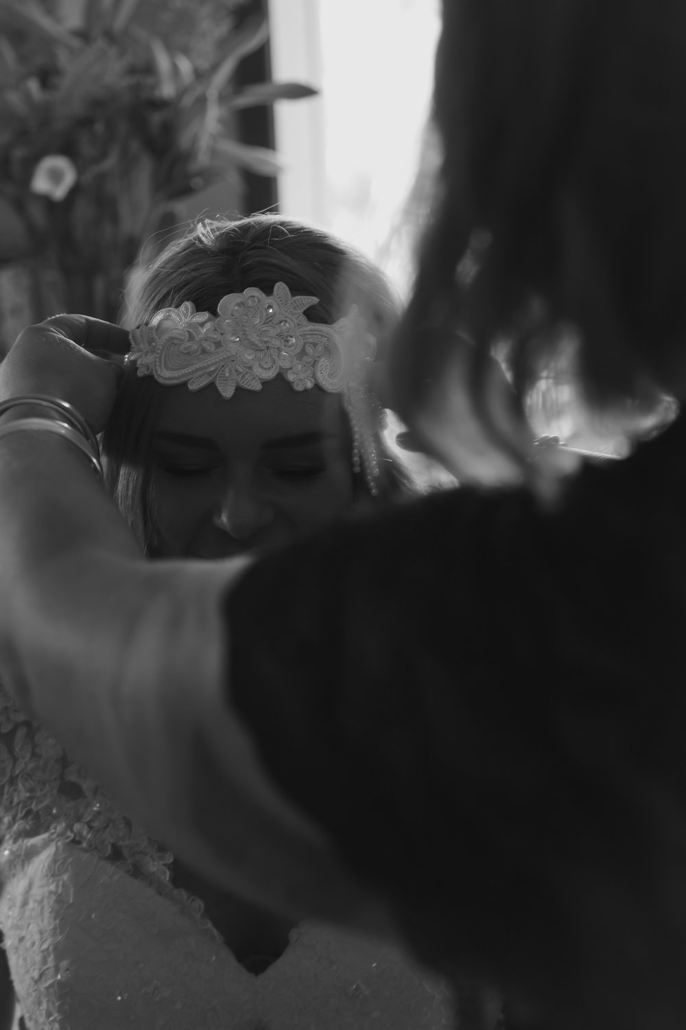 wedding-photography-black-and-white-bride-getting-ready.jpg
