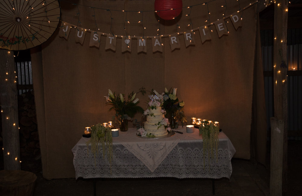 wedding-photography-cake-at-night-time.jpg
